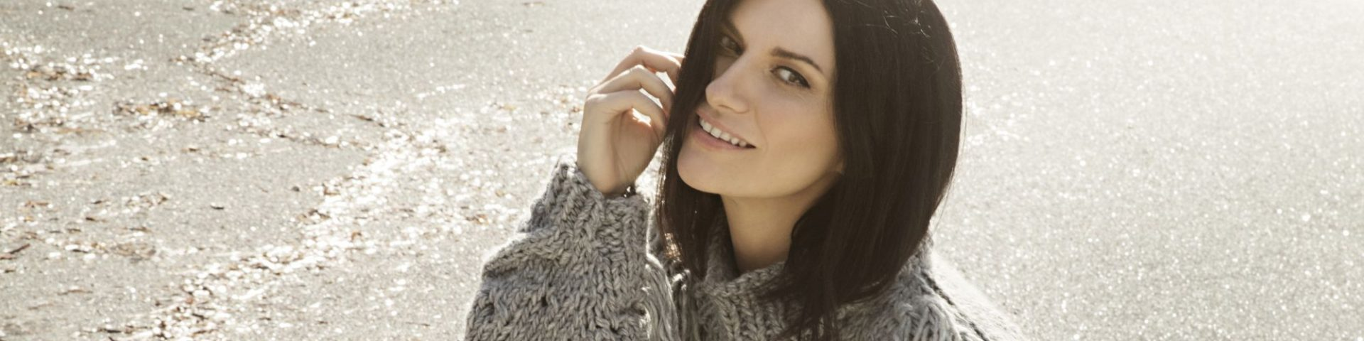 Laura Pausini, E.STA.A.TE è il nuovo singolo: testo e audio