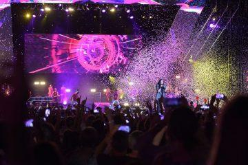 Laura Pausini fa brillare il Circo Massimo tra palloncini e fuochi d'artificio
