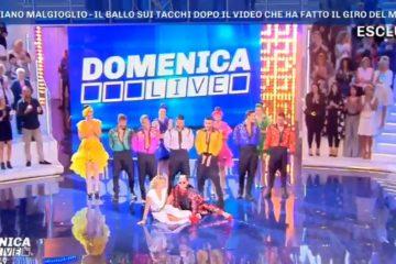 Barbara D'Urso e Cristiano Malgioglio cadono a Domenica Live - Video
