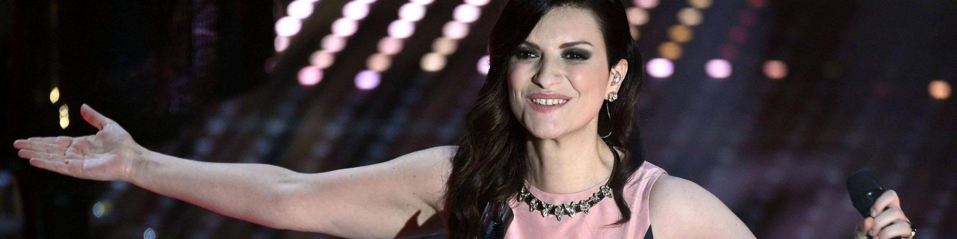 """Laura Pausini: anteprima del video """"La soluzione"""" su Canale 5"""