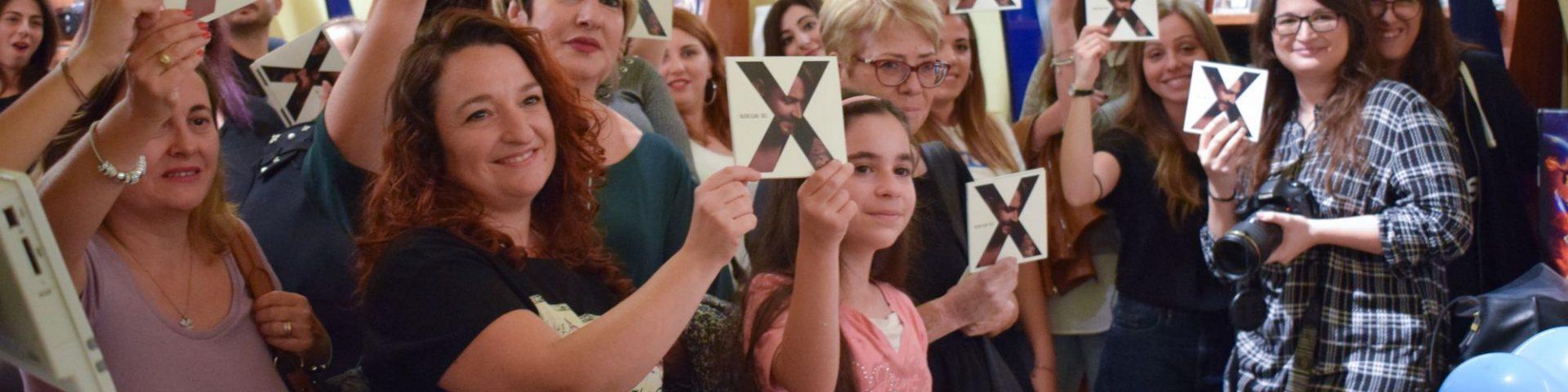 Valerio Scanu incontra i fan durante l'instore tour - Foto