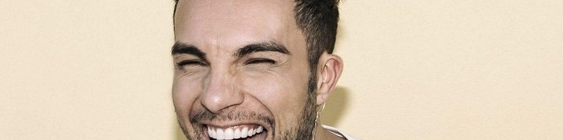 """Marco Carta """"rivela i nomi dei cantanti gay ancora non dichiarati""""? La smentita"""