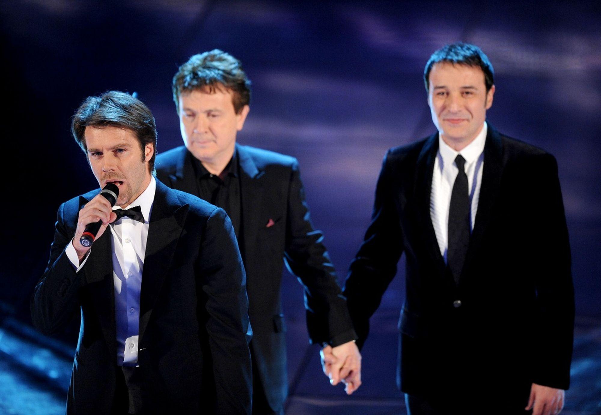 Sanremo 2010, Codacons indagava su televoto truccato – Video lancio degli spartiti in diretta