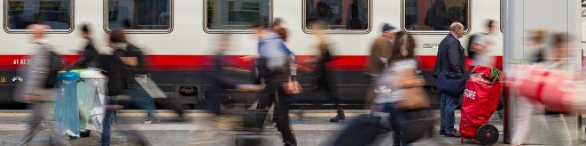Festa della Donna: Trenitalia regala una caramella e il post diventa virale