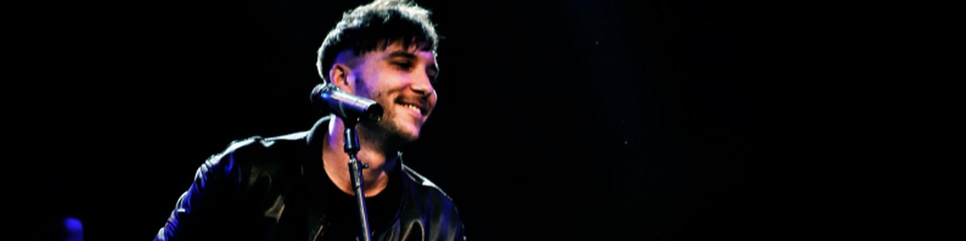 Briga a Milano per un concerto acustico da vero cantautore - Foto