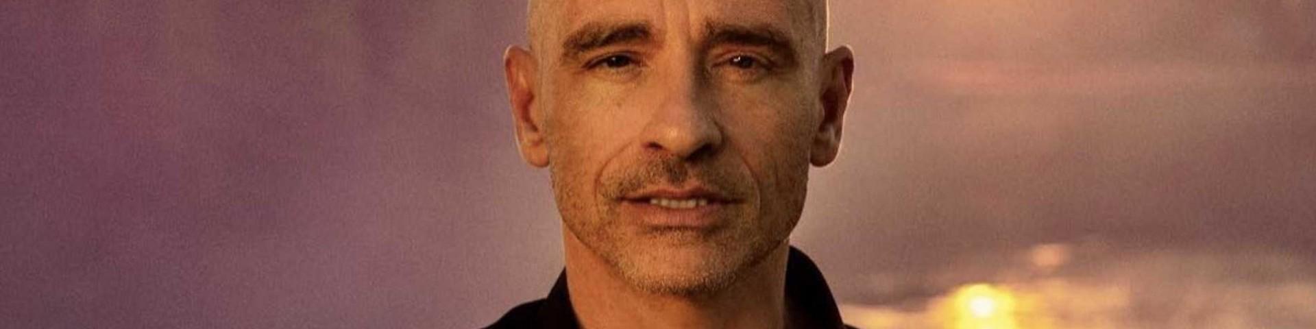 Eros Ramazzotti operato alle corde vocali e tour rinviato: ecco come sta
