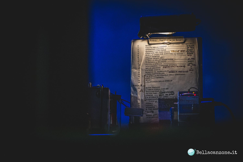 """Ultimo in concerto a Roma: """"Dalla parte degli ultimi per sentirmi primo"""" – Foto"""