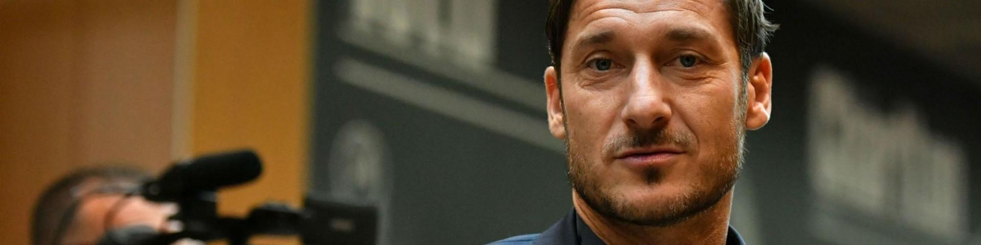 """Totti si dimette e parla chiaramente: """"I presidenti passano, le bandiere no"""""""