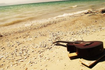 Canzoni di Ferragosto: i 20 brani da ascoltare con gli amici