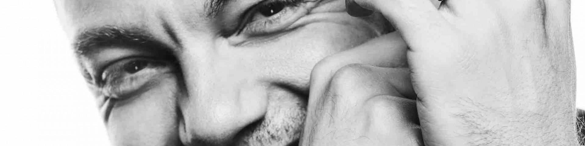 """Tiziano Ferro: testo, accordi e autori di """"Accetto Miracoli"""""""