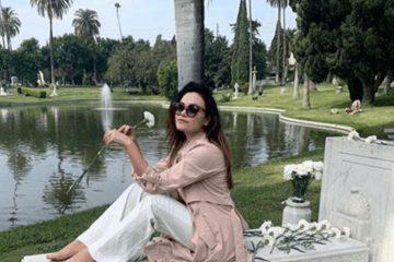 Romina Carrisi Jr: critiche per la foto seduta sulla tomba di nonno Tyron Power