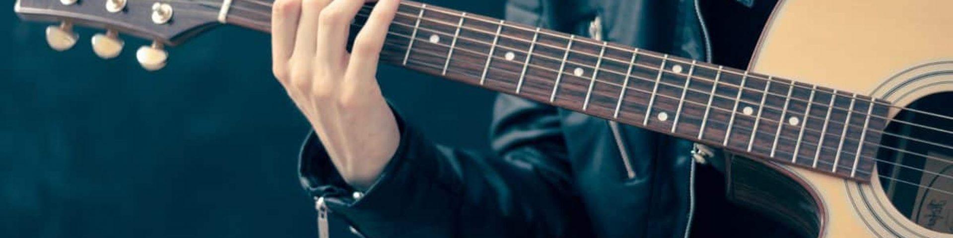 10 canzoni da suonare con la chitarra a Pasquetta 2021