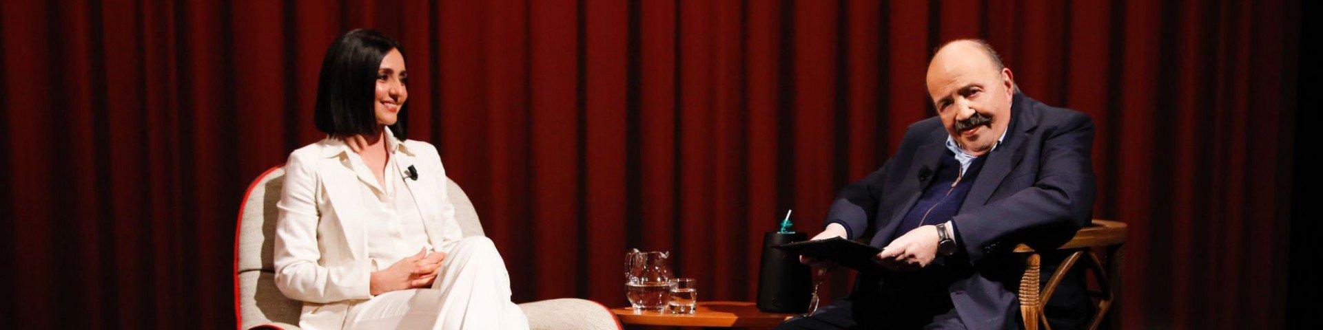 Torna L'Intervista di Maurizio Costanzo: prima ospite Ambra Angiolini