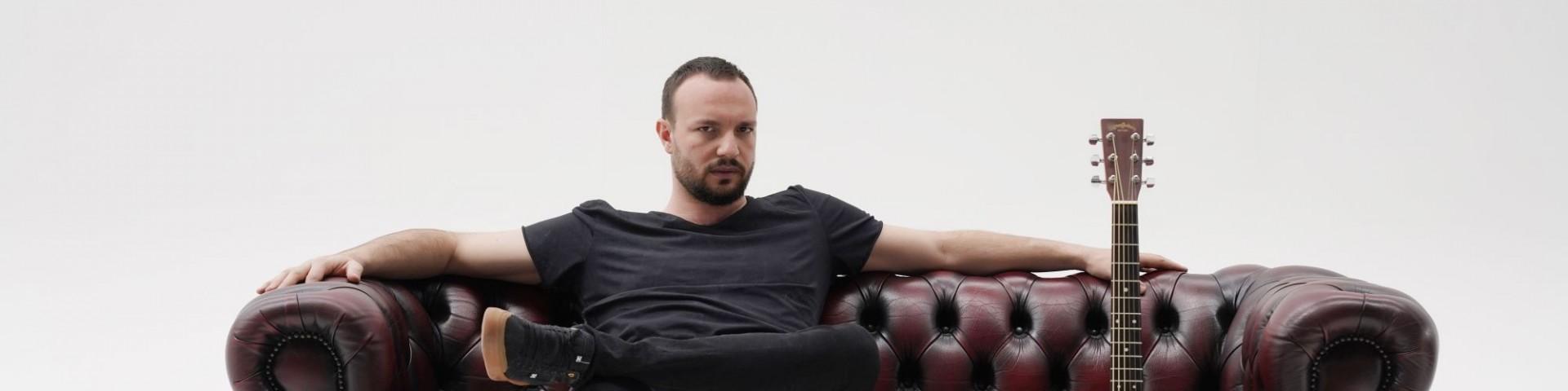 """Antonio Carluccio: """"La parola"""" è il nuovo singolo che anticipa l'album di inediti"""