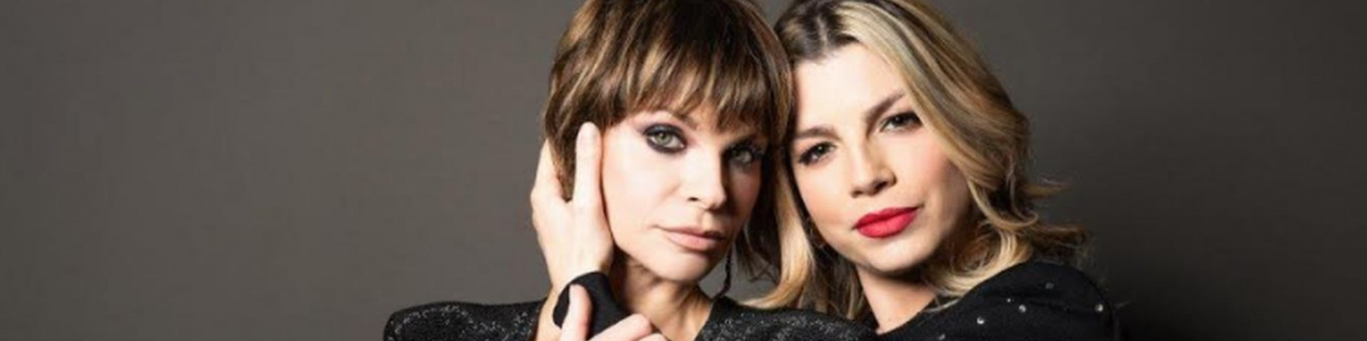 """Emma e Alessandra Amoroso presentano """"Pezzo di cuore"""": """"Maria è orgogliosa di vedere le sue figlie insieme"""""""